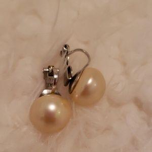 Marvella : Vintage Pearl Clip Earrings